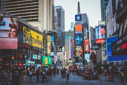 Marketing Retail Crowd Millenial